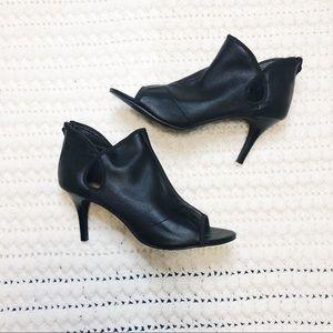 Tahari women ankle bootie black peep toe size 9